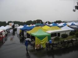 雨のパドック